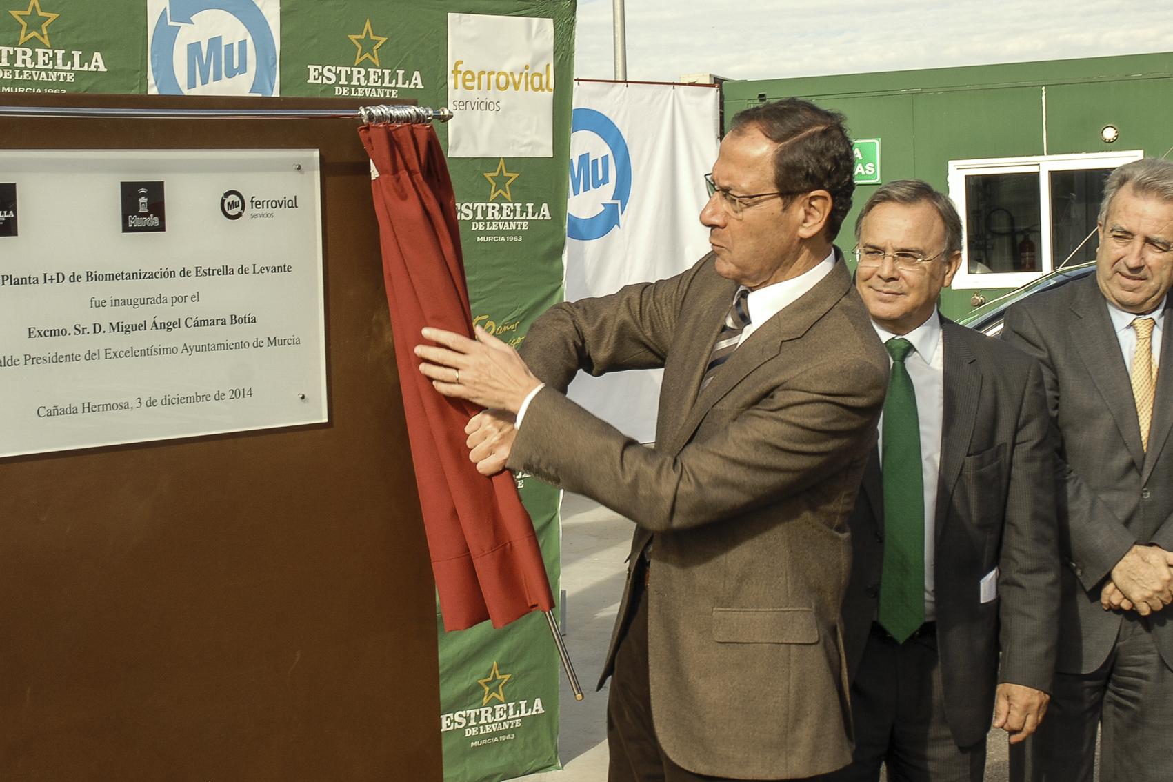 descubrimiento-placa-inauguración-de-la-planta-de-Biometanización-de-Estrella-de-Levante